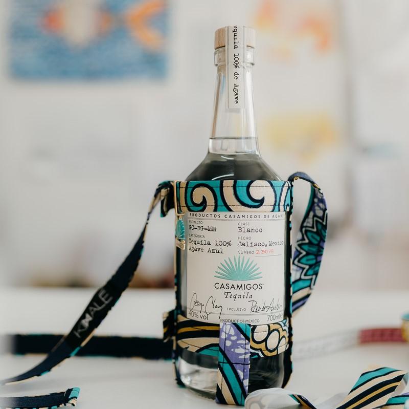 KIMALÉ x Casamigos Tequila  H μοναδική Casamigos Tequila αποκτά το δικό της, συλλεκτικό Kimalé bottle holder και είναι το πιο must have αξεσουάρ του καλοκαιριού!